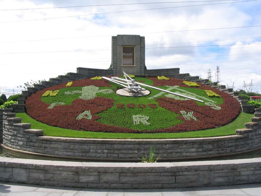 Picture of the Niagara Floral Clock in 2005