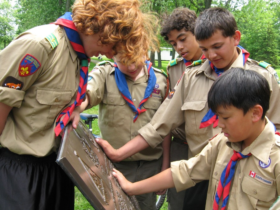 Scouts visit the WJ'55 Plaque